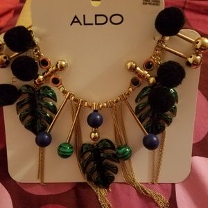 BNWT Gold toned Leafy Statement Necklace from Aldo